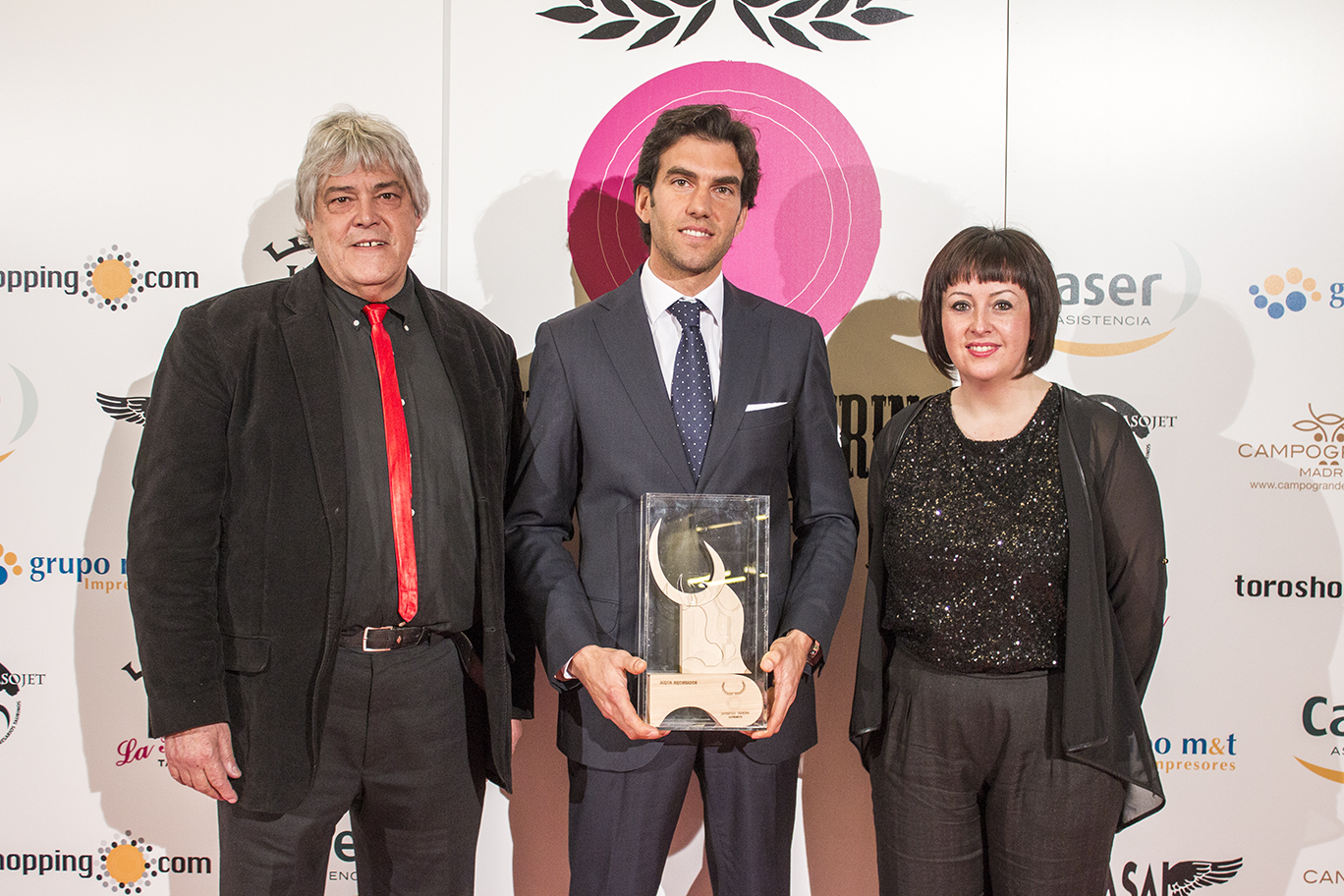 Sergio Galán recibe el premio al mejor Rejoneador 2014 del Foro de la Juventud Taurina