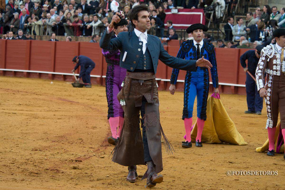 Sergio Galán, corta una oreja en la Feria de Abril.
