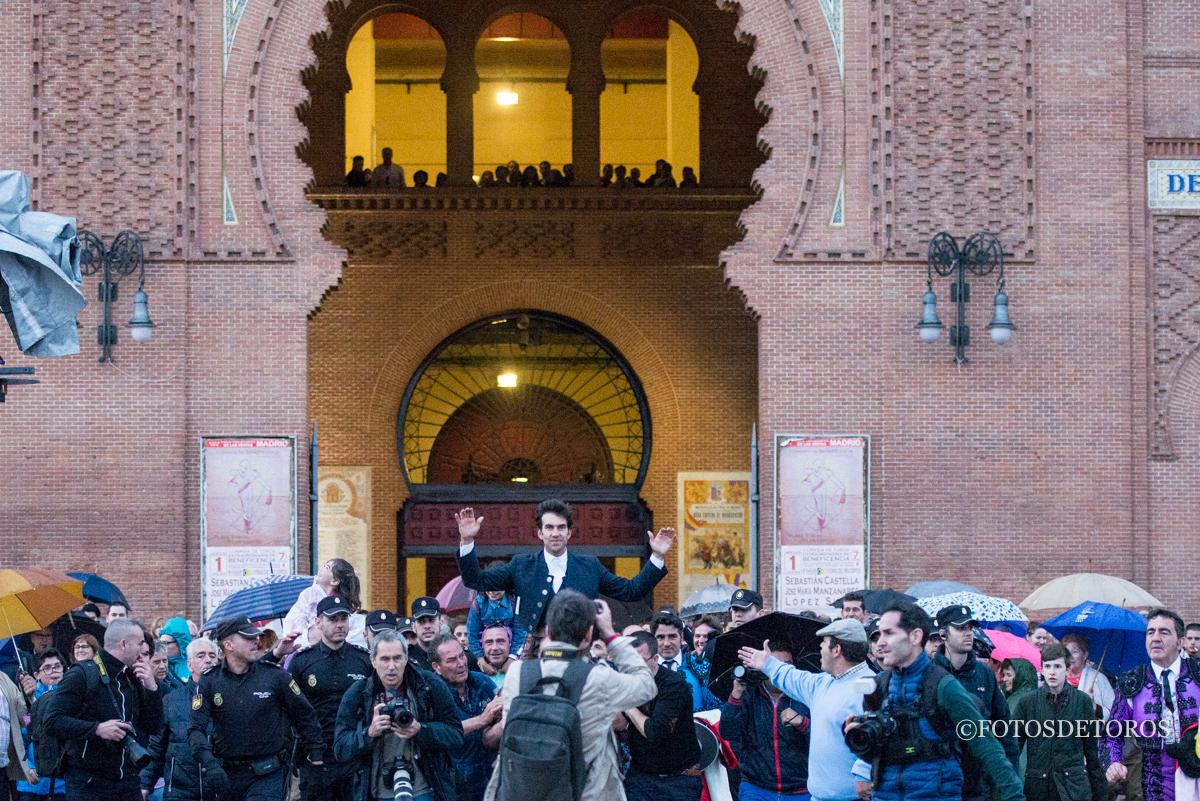 Madrid se rinde ante la 7ª Puerta Grande de Sergio Galán.