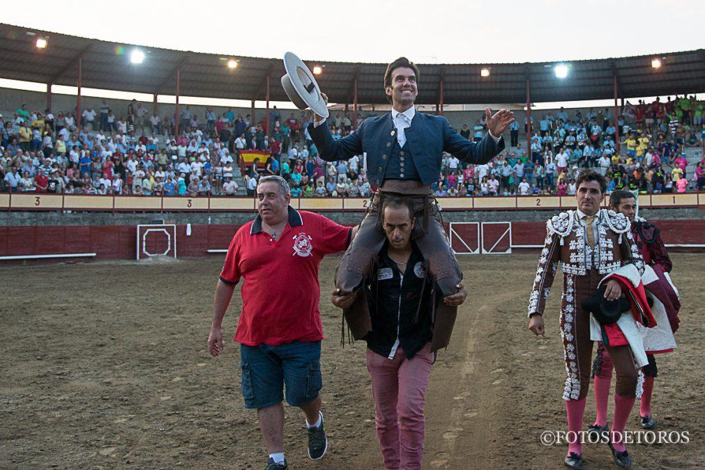 Sergio, triunfó y convenció en Navaluenga.