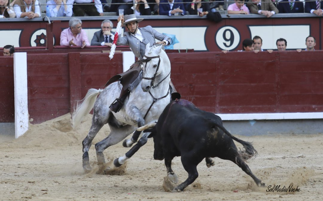 Sergio Galán realiza la faena de la tarde en Madrid