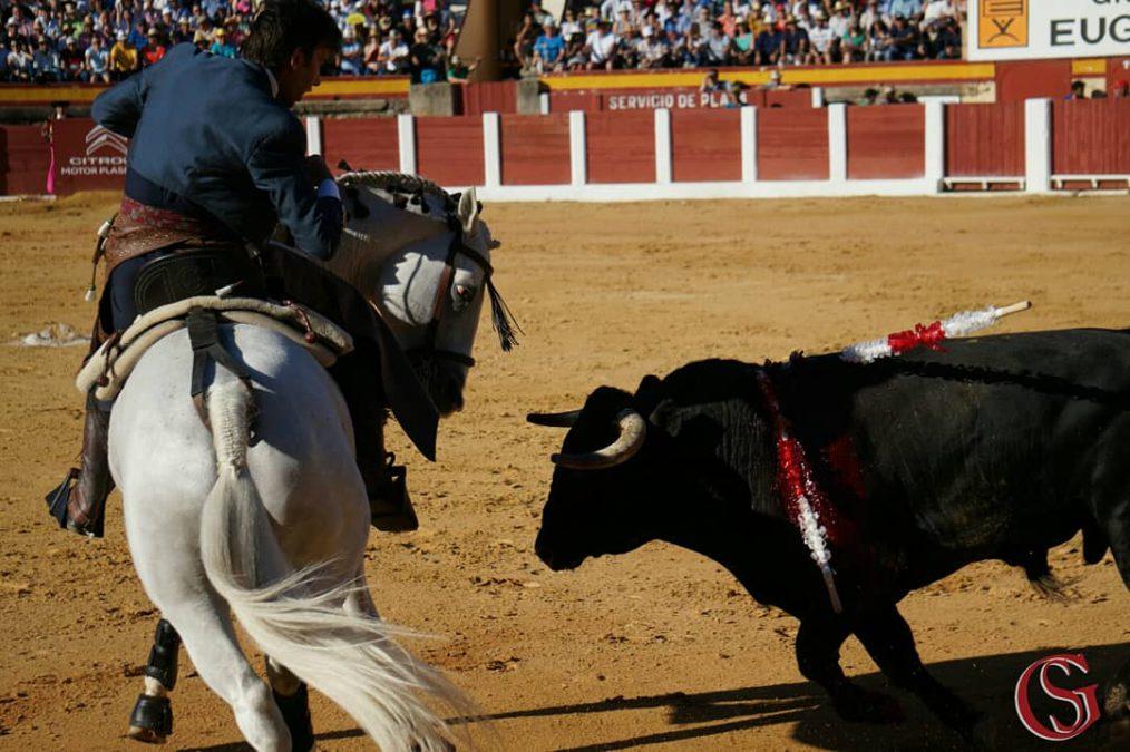 Oreja al toreo puro y clásico de Sergio Galán