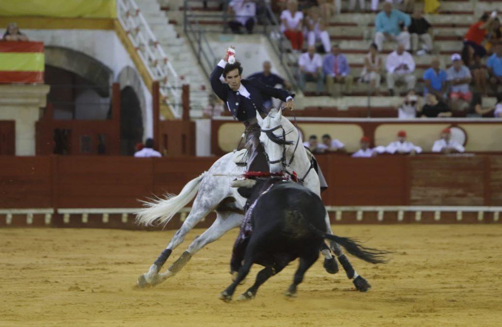 Clasicismo puro a caballo en El Puerto